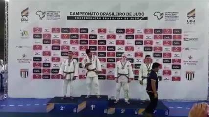 Campeão do meeting sub-18 de judô, Felipe Silva festeja no pódio vaga na seleção