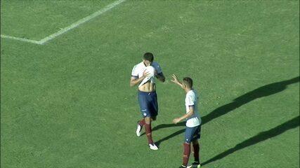Gol do Bahia! Após escanteio, Ignácio testa firme para abrir o placar, aos 37' do 1º tempo