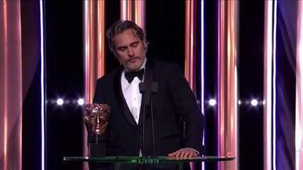 Olhar Em Pauta: Joaquin Phoenix faz discurso contra racismo ao ser premiado no Bafta