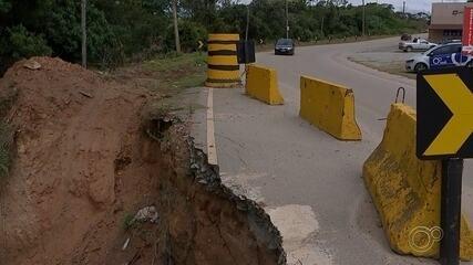 Motoristas voltam a reclamar de más condições na Estrada Mário Covas em Mairinque