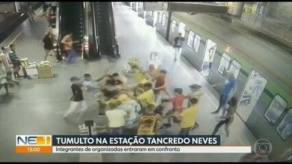 Vídeo mostra confronto entre integrantes de organizadas na plataforma do metrô