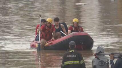 São Paulo tem chuva recorde e dia de caos para motoristas e moradores