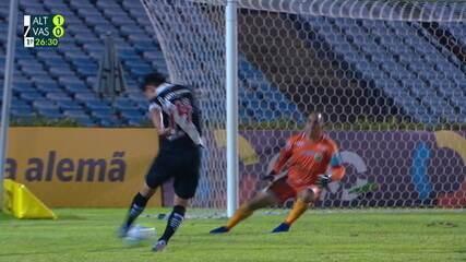 Cano recebe de Talles e bate cruzado para boa defesa de Rodrigo Ramos, aos 26' do 1ºT