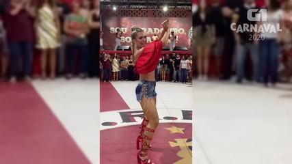 Lorena Improta cai no samba em ensaio de quadra da Viradouro