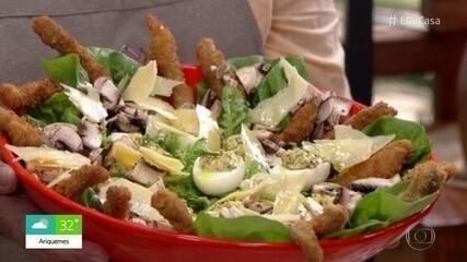 Salada à Milanesa com Ovos Recheados