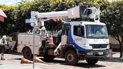 Homem sofre queimaduras ao levar choque enquanto fazia manutenção de rede elétrica