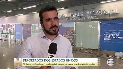 Mais um avião chega a Minas Gerais com brasileiros deportados dos EUA