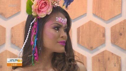 Maquiagem com brilho, glitter e pedrarias é a tendência para o carnaval 2020