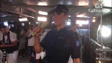 Cláudia Leitte canta sucesso do Chiclete com Banana no circuito Barra-Ondina