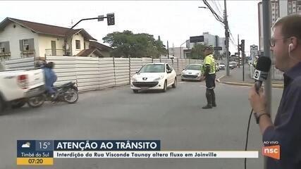Equipe da NSC TV flagra acidente com motociclista durante participação no Bom Dia SC