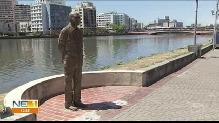Estátuas do Circuito da Poesia são depredadas no Recife