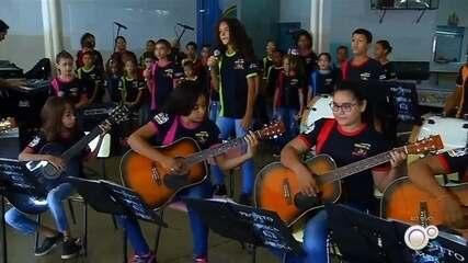 Suzanápolis oferece mais de 200 vagas para oficinas de música gratuitas