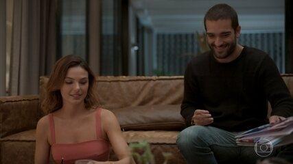 Sandro estuda com Betina