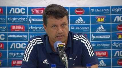 """Adilson é demitido pelo Cruzeiro e sai fazendo duras críticas: """"Clube numa bagunça"""""""