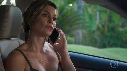 Helena liga para alguém e marca um encontro