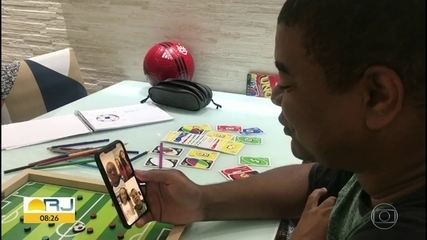 Famílias usam a tecnologia para amenizar o isolamento social na quarentena