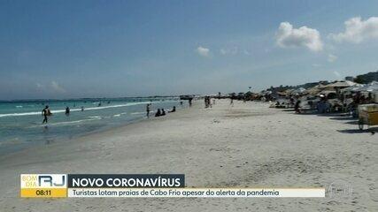 Turistas lotam praias de Cabo Frio apesar do alerta da pandemia