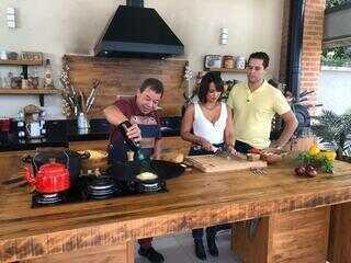 Pedro e Cris aprendem dicas para mandar bem no churrasco