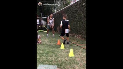 Jogadores do Athletico e Coritiba mantêm treinos em quarentena e com ajuda dos filhos