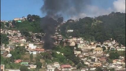 Incêndio atinge casas em comunidade no Centro de Florianópolis