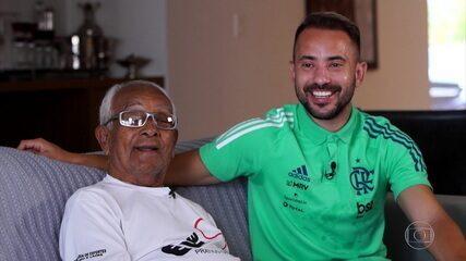 Éverton Ribeiro, do Flamengo, retribui o carinho ao primeiro treinador