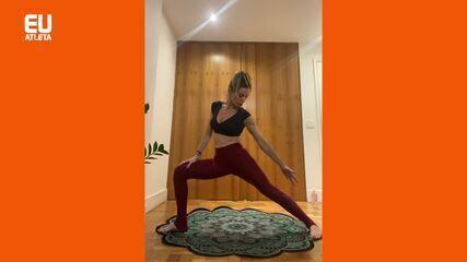Adriana Camargo ensina yoga para iniciantes de todas as idades, inclusive idosos