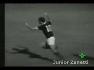 Em 1973, Ademir da Guia faz belo gol pelo Palmeiras contra o Santos