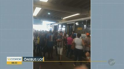 Moradora de Piracicaba registra terminal central e ônibus cheios de gente