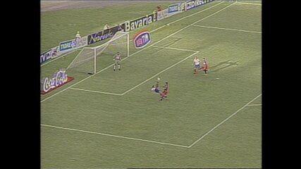 Em 2002, Sérgio Alves faz golaço de bicicleta em jogo contra o Fortaleza