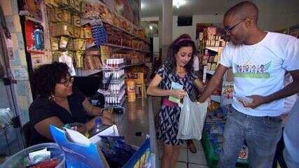 Maria Menezes mapeia o bairro de Cosme de Farias, em Salvador