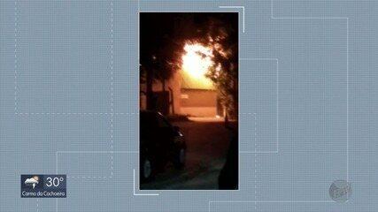 Incêndio atinge galpão de reciclagem em Poços de Caldas, MG