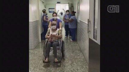 Idosa é aplaudida ao ter alta 8 dias após ser internada com coronavírus em Ribeirão Preto
