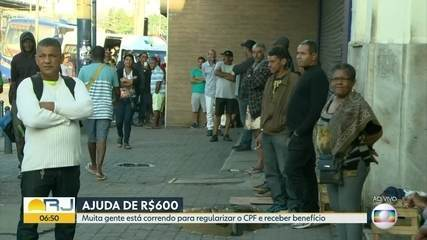 Trabalhadores informais fazem filas pra regularizar CPF