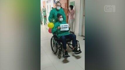 Paciente internado com Covid-19 recebe alta e deixa hospital com aplausos