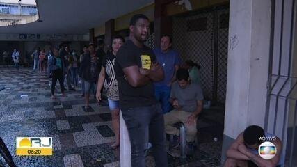 Muita gente ainda faz filas para tentar dar entrada no Auxílio Emergencial do coronavírus