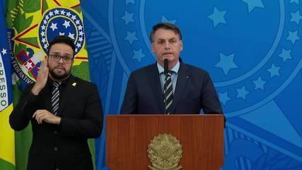 Bolsonaro faz críticas à postura dos governadores no combate ao coronavírus