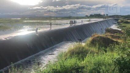Barragem de Quincoé transborda