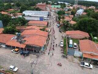 Primeiro dia de saque do auxílio emergencial causa fila em Barreirinhas
