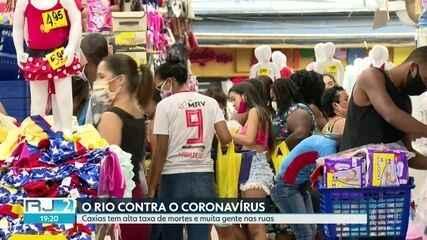 Moradores de Caxias, na Baixada, continuam desrespeitando isolamento social