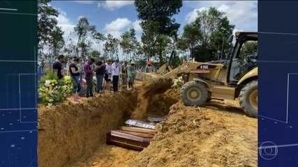 Manaus tem quatro vezes mais enterros do que o normal por causa da pandemia