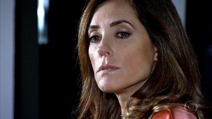 René desconfia que Tereza Cristina tenha algum segredo em seu passado