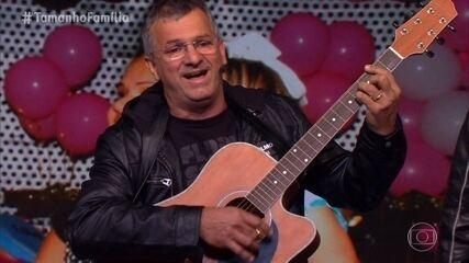 Pai de Bruna Marquezine toca música para a filha e emociona