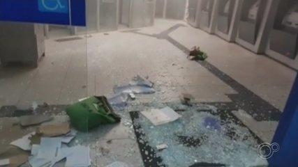 Criminosos invadem agência bancária e explodem caixas eletrônicos em Taquarituba