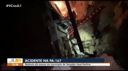 Carro cai dentro de cratera na rodovia PA-167, em Senador José Porfírio, no Pará