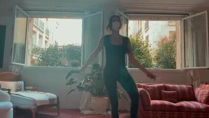 Nathalie Moellhausen mostra bastidores da apresentação de dança e esgrima em Paris