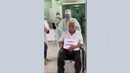 Idoso de Piraí recuperado da Covid-19 recebe alta com palmas dos profissionais de saúde