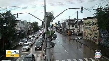 Blitz devido à quarentena causa engarrafamento no Recife