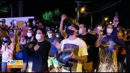 Moradores realizam protesto em Noronha e pedem que servidores recém-chegados deixem a ilha