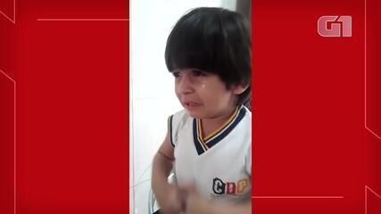 Cearense de 4 anos chora com saudade da escola no primeiro dia de aula remota