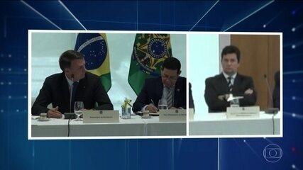 Bolsonaro olhou na direção de Moro quando estava dando o recado de que ia interferir